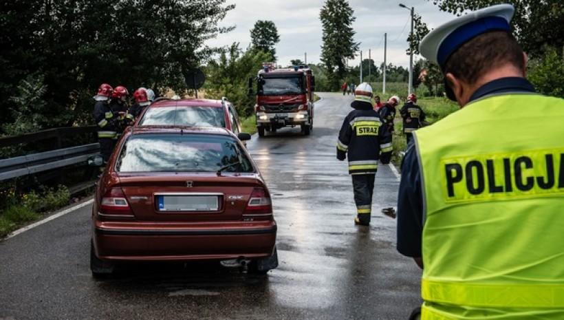 Policjanci ostrzegają - szybka jazda prowadzi do stłuczek i wypadków