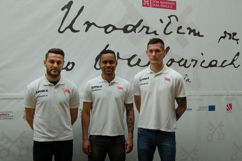 Przed rokiem trzech piłkarzy Cracovii Mateusz Żytko, Mateusz Cetnarski oraz Luiz Carlos Santos Deleu odwiedzili Muzeum Papieskie