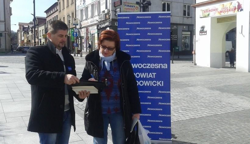 Na wadowickim rynku zbierano podpisy pod petycją