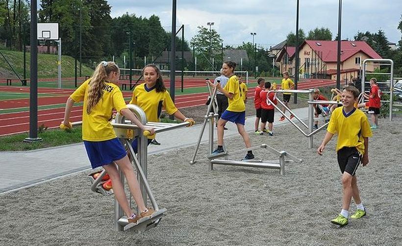 Wzorcowa siłownia przy szkole w Ryczowie