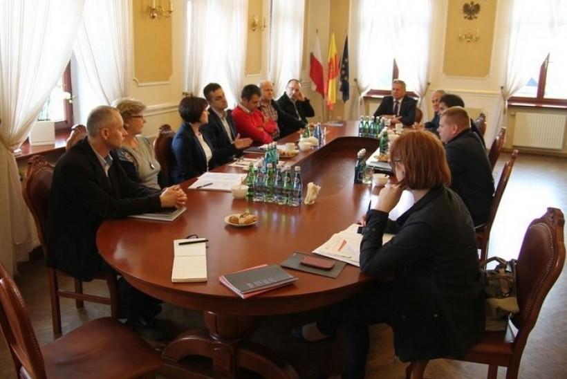 Spotkanie w sprawie strefy przedstawicieli KPT w gabinecie burmistrza Andrychowa Tomasza Żaka