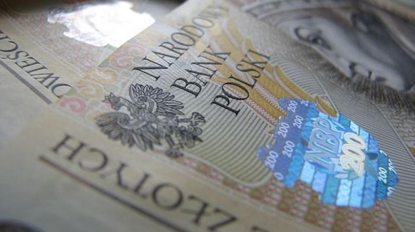 Średnia pensja Polaków to już 4351,45 zł. Tak wyliczył GUS