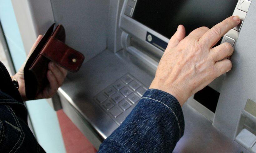Tajemniczy klient wkracza do banków. Będzie bronił twoich praw