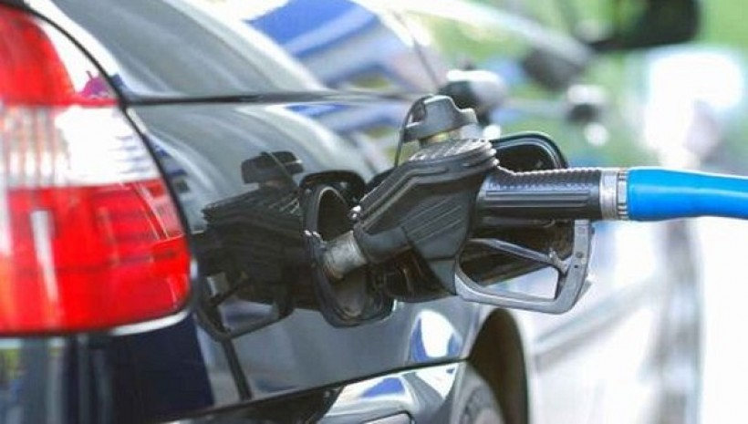 Złodziej tablic tankował na stacji benzynowej. Co na to policja?