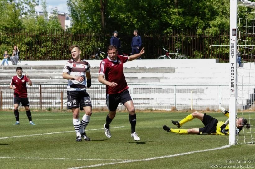Jedna z siedmiu bramek dla Garbarnii