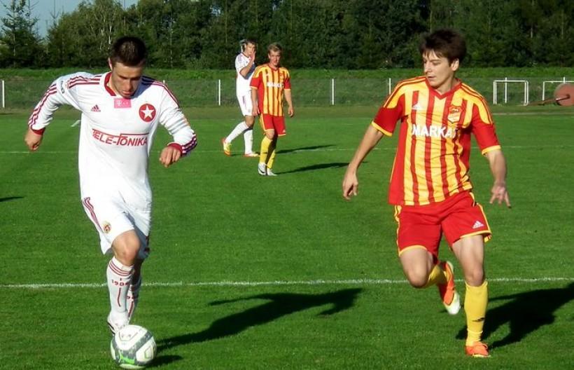W zespole gwiazd ekstraklasy zagra m.in. Patryk Małecki (zdjęcie z meczu Wisły Kraków na stadionie Kalwarianki w 2013 roku)
