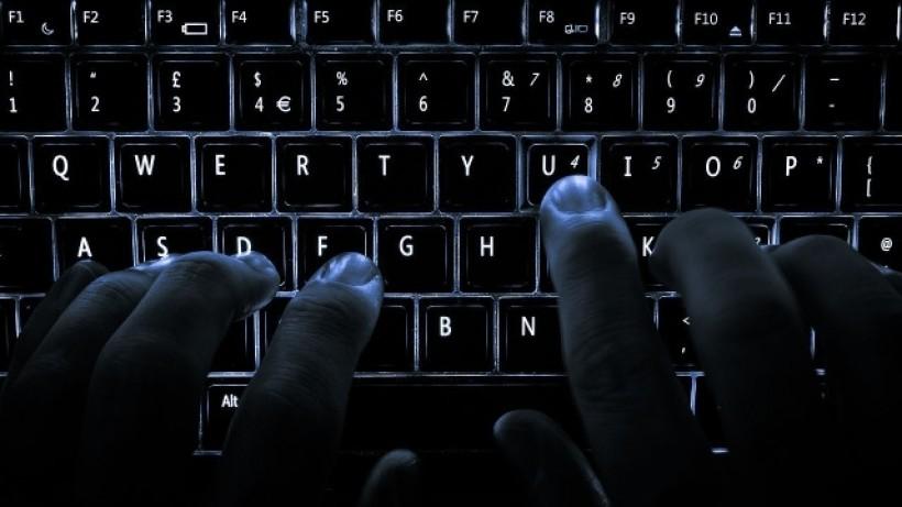 Czy służby powinny mieć dostęp do naszych danych w Internecie?