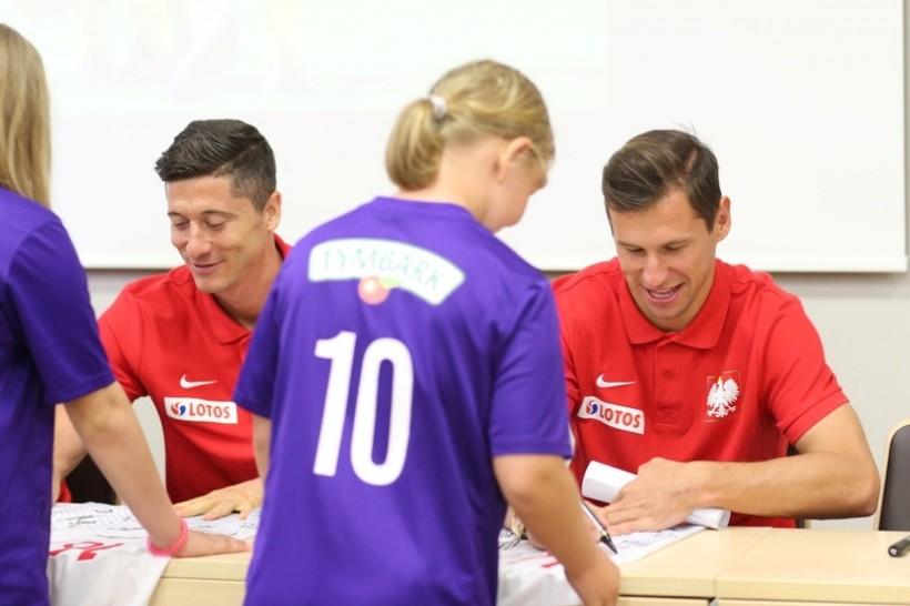 Dla dzieci atrakcją było spotkanie z reprezentantami poski na Euro m.in. Robertem lewandowskim i Grzegorzem Krychowiakiem