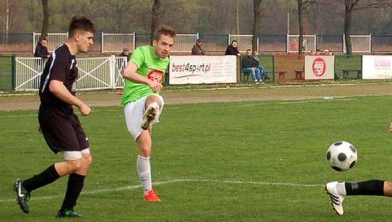 rawdziwe show prezentuje Klemens Drobniak, strzelając cztery gole