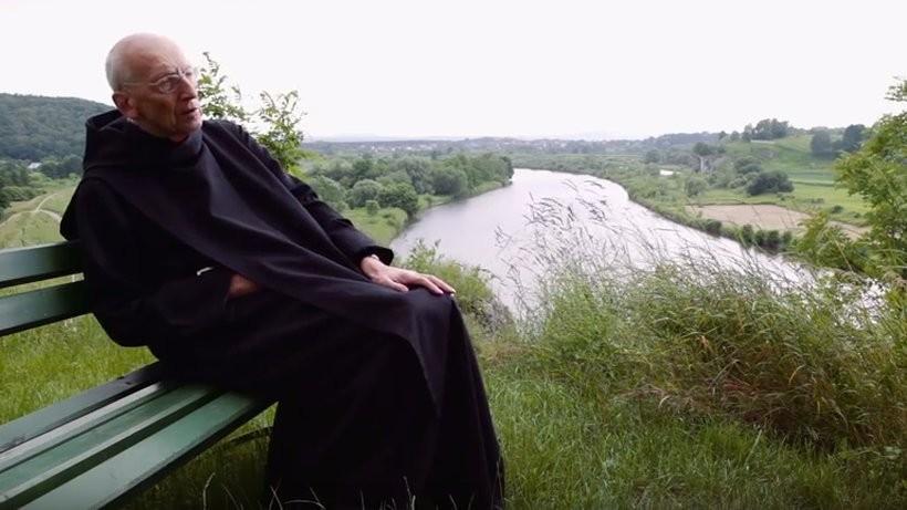 Twarzą kampanii jest ponad 80-letni benedyktyn – ojciec Leon Knabit