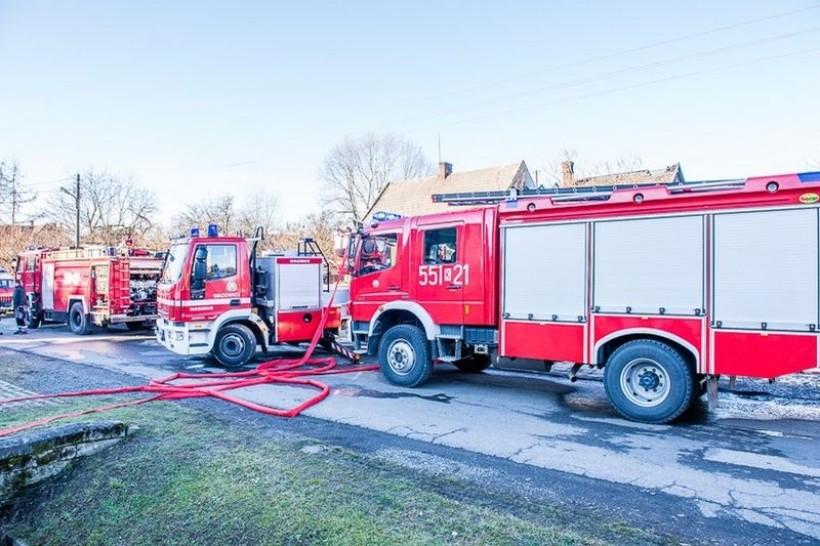 Pożar w Stanisławiu, zapaliła się maszyna obuwnicza. Pracownicy ratowali zakład
