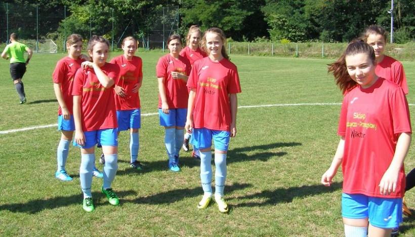 Zawodniczki Queens Witanowice podczas pierwszego meczu z Pogorzanką