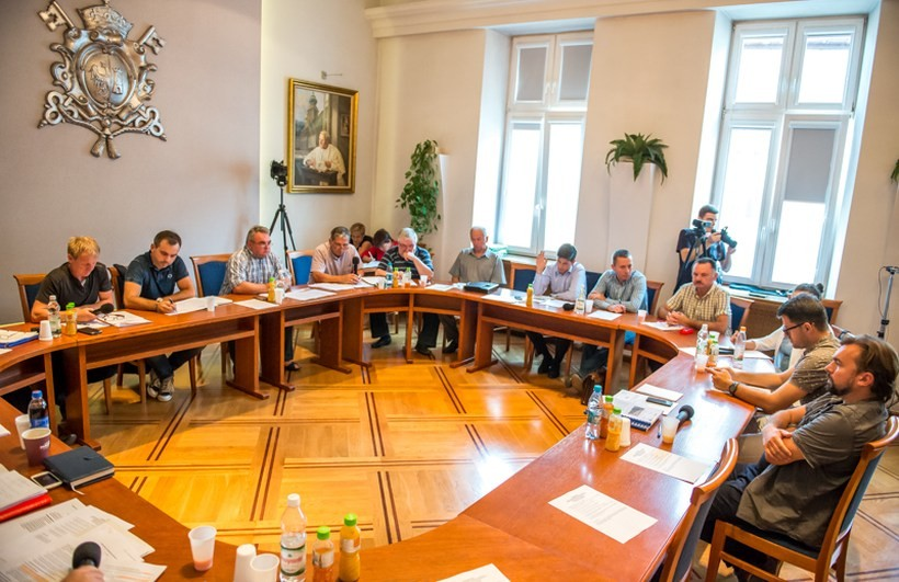 W piątek komisje rady negatywnie zaopiniowały projekt sprzedaży udziałów w spółce EKO