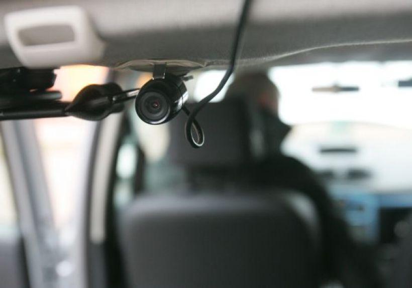 Coraz więcej kierowców decyduje się na zakup kamerki, która filmuje to, co dzieje się na drodze