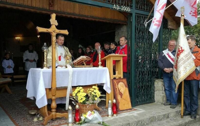 W tym dniu mszę świętą w intencji Ojczyzny i Solidarność odprawił tutaj ksiądz Adam Stawarz, proboszcz parafii św. Marii Magdaleny z Wysokiej