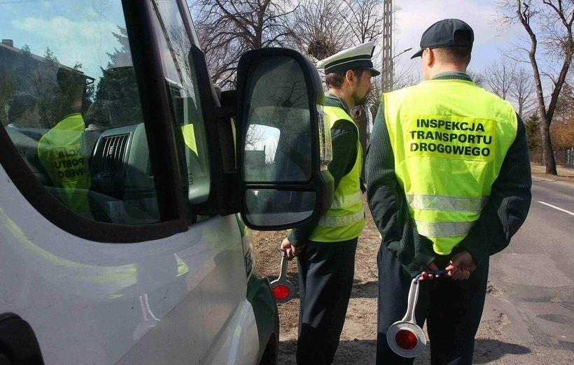"""""""Wyniki kontroli porażające"""". Samorządy oszczędzają na busach dowożących dzieci do szkół"""