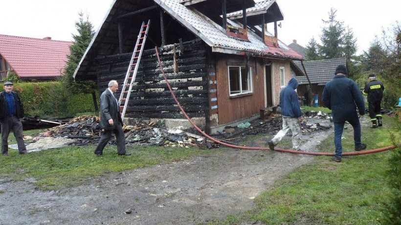 Gmina obiecała pomoc pogorzelcom. Tuż po pożarze w Przytkowicach pojawił się burmistrz Augustyn Ormanty