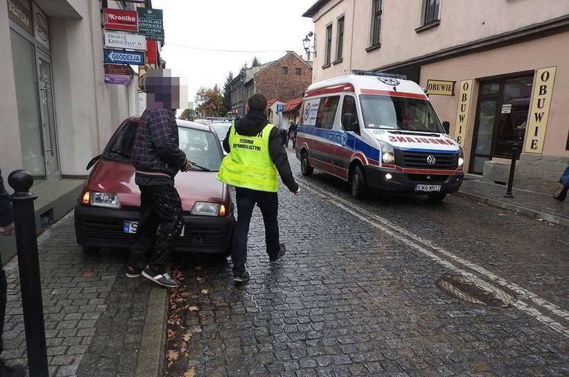 Kobieta potrącona na przejściu dla pieszych w centrum Wadowic. Pechowy czwartek na drogach