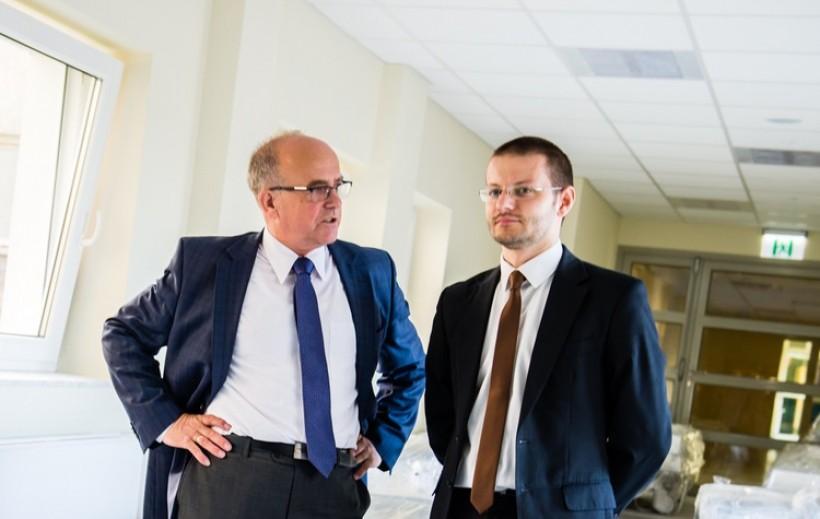Dyrektor szpitala Józef Budka i starosta Bartosz Kaliński