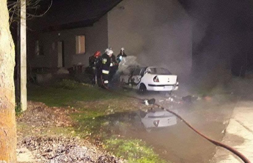 Pożar samochodu w Łączanach