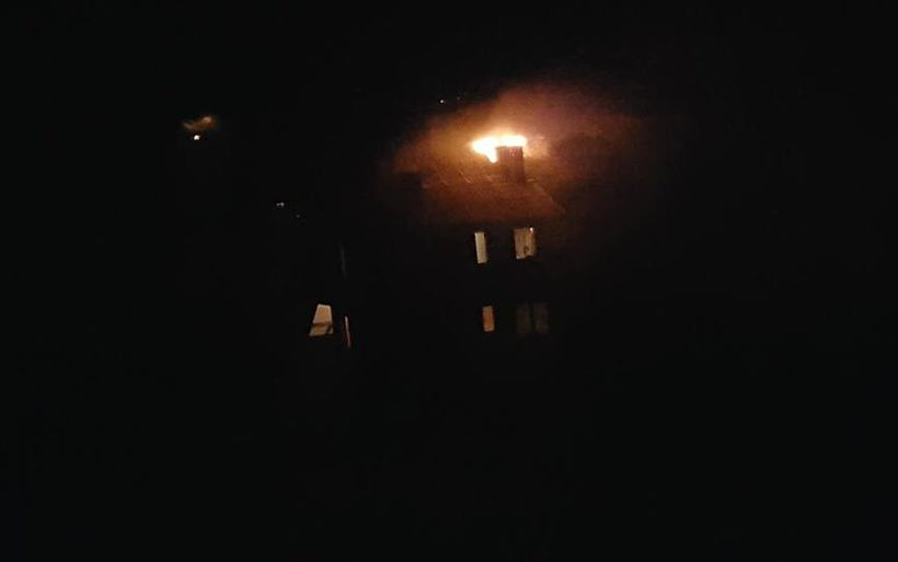 Nocne akcje strażaków. Sadza w kominie pali się nagminnie!