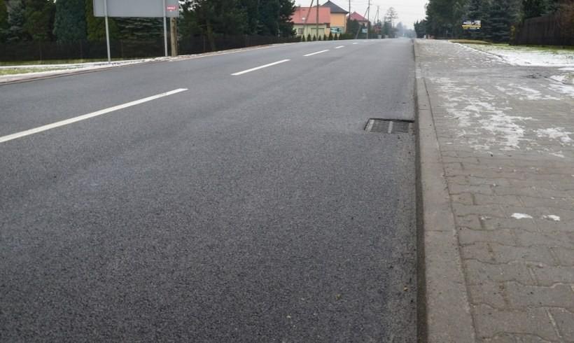 Nowa droga do Spytkowic ma też chodnik