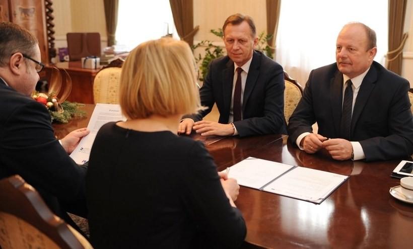 """Małopolska ma pieniądze """"na start"""" dla przedsiębiorców. """"Będą pracować przez wiele lat"""""""