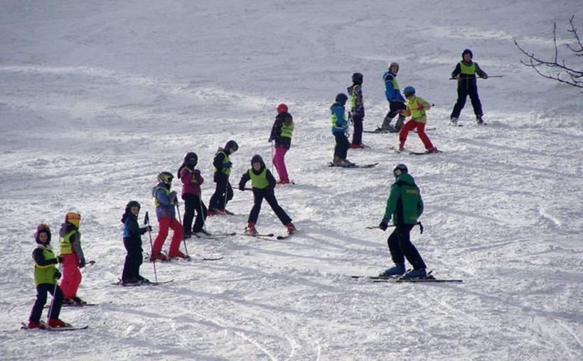 Cztery gminy z powiatu dostaną kasę na naukę jazdy na nartach. Dzieciaki skorzystają