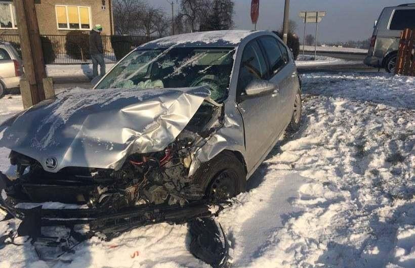 Wypadek na skrzyżowaniu w Witanowicach. Jeden z kierowców trafił do szpitala