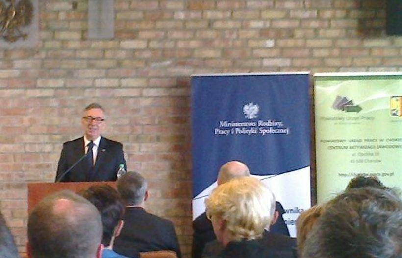 Poseł Stanisław Szwed wręczał nagrody w imieniu resortu pracy