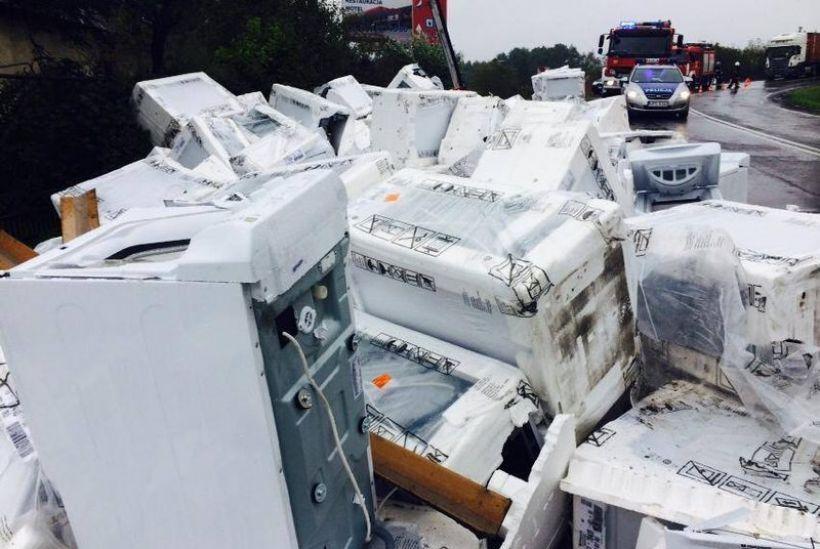 Na drodze krajowej nr 28 w Radoczy nie raz dochodziło do kolizji z udziałem ciężarówek. Dwa tygodnie temu z podczołgówki spadł walec drogowy