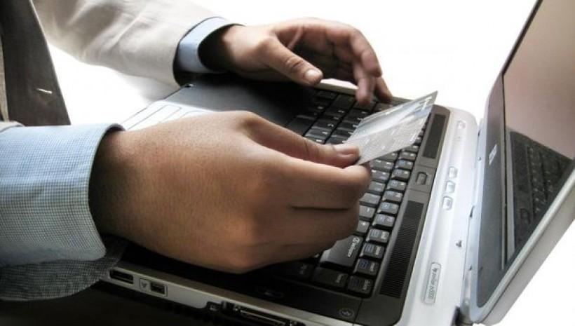 Oszuści przenoszą się do sieci. Rośnie liczba cyberprzestępstw