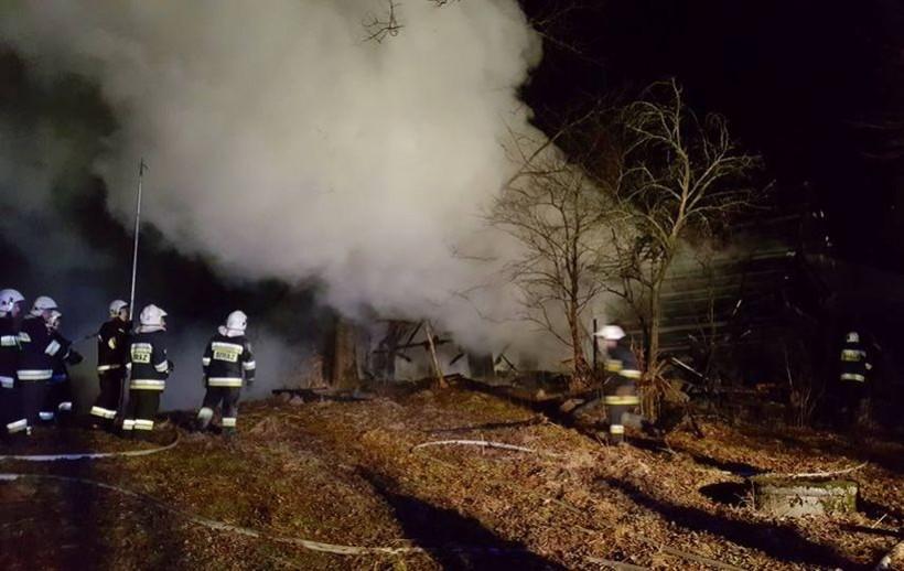 Siedem zastępów straży pożarnej gasiło pożar w Przytkowicach. W ogniu stanęła stodoła