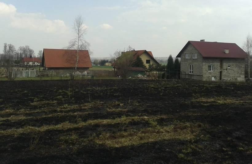 Ogień podszedł bardzo blisko zabudowań w Paszkówce