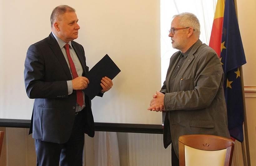 Burmistrz Andrychowa podpisał umowę z przedstawicielem firmy projektującej