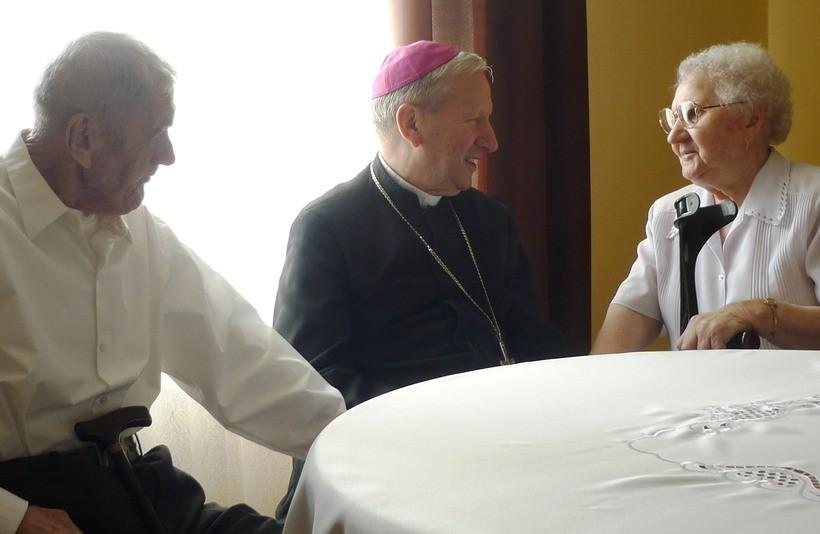 Biskup Zając odwiedził państwa Młodzianowskich