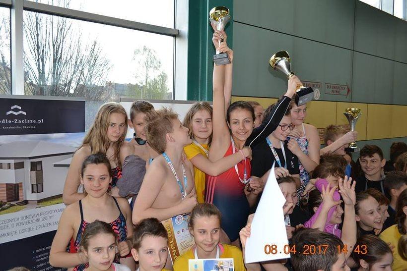 Jeden dzień, dziewięć medali. Rewelacyjni młodzi pływacy z Wadowic!