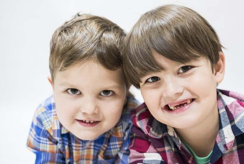 Mimo swoich chorób są bardzo uśmiechniętymi chłopakami. Ale ich mama potrzebuje wsparcia