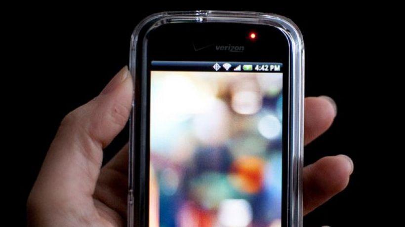 Dzięki specjalnemu trybowi pracy smartfon zasygnalizuje nadejście wiadomości, którą osoba wysyłająca specjalnie oznaczy jako pilna