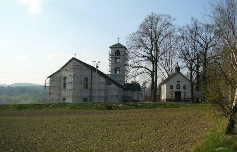 Parafia pw. Matki Bożej Pocieszenia w Świnnej Porębie w czasie remontu