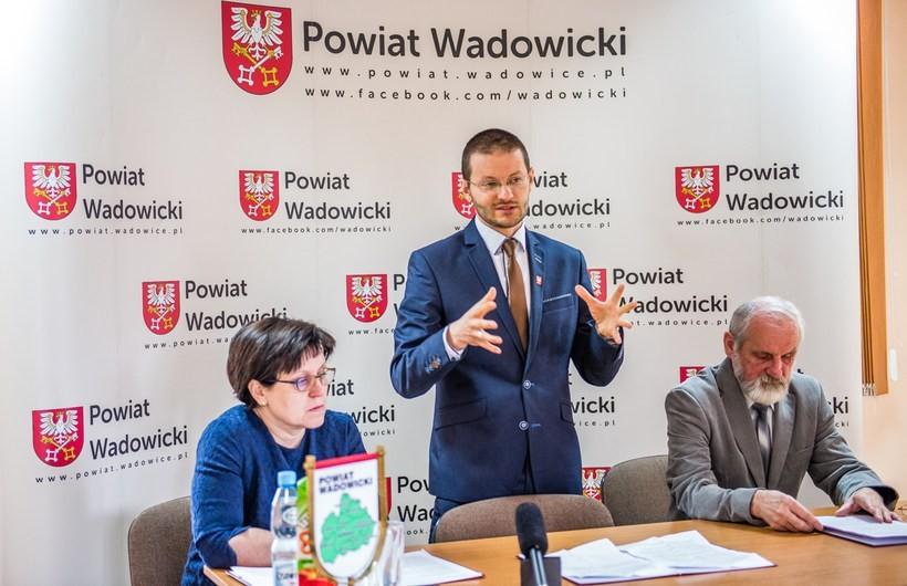 Geodezyjna rewolucja była głównym tematem środowej konferencji prasowej, podczas której Bartosz Kaliński oraz Ryszard Zwierz i Aleksandra Szczygieł opowiadali o nadchodzących zmianach i odpowiadali na pytania lokalnych dziennikarzy