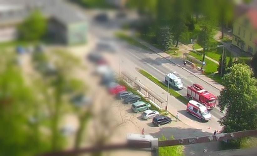 Wypadek na ul. 1 Maja w Andrychowie, służby ratunkowe na miejscu