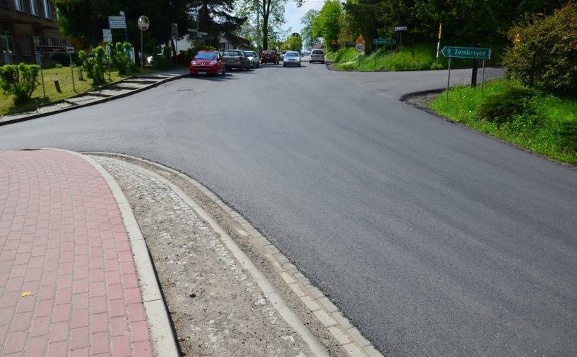 Nowe, równe drogi w Lanckoronie, Stryszowie i Mucharzu. Budowlańcy jeszcze tam wrócą