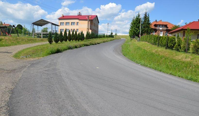 Kolejne drogi w powiecie zrobione. Starostwo wyremontowało trasy w Paszkówce, Tłuczani i Sosnowicach