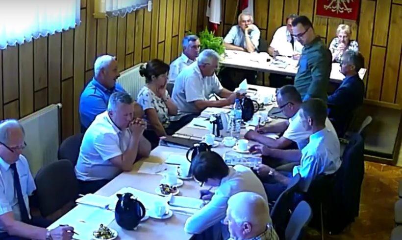 Radny Chorąży musiał się tłumaczyć przed radą, dlaczego nie poparł wójta