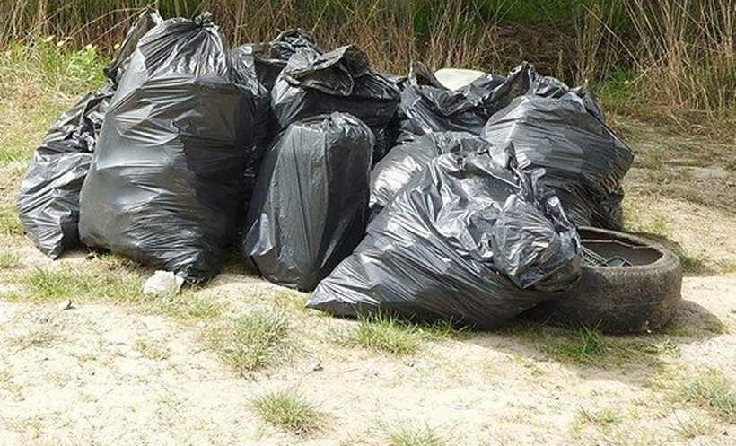 W Lanckoronie niektórzy nie segregują śmieci, choć deklarowali, że tak będą robić/Ilustracja