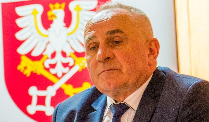 Jedno, co dziś łączy radnych PiS i PSL, to wspólne pytanie bez odpowiedzi: czy wicestarosta Andrzej Górecki ma jakiś plan?