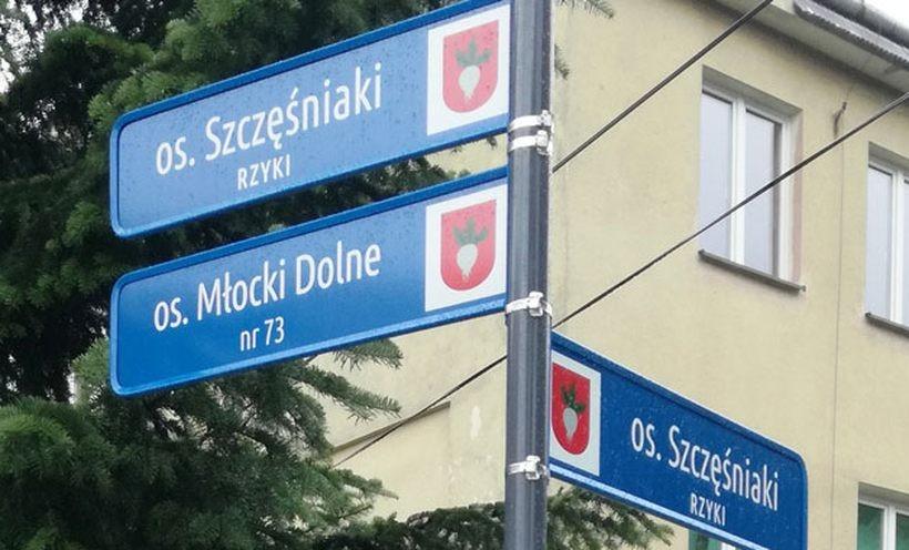 W Rzykach mają w końcu tabliczki kierunkowe