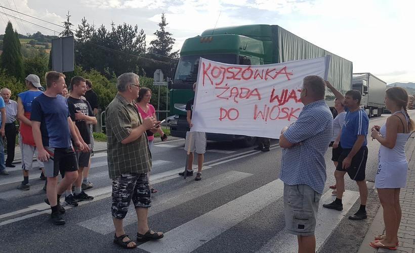 Sąsiedzkie nieporozumienia wyprowadziły ludzi na ulicę