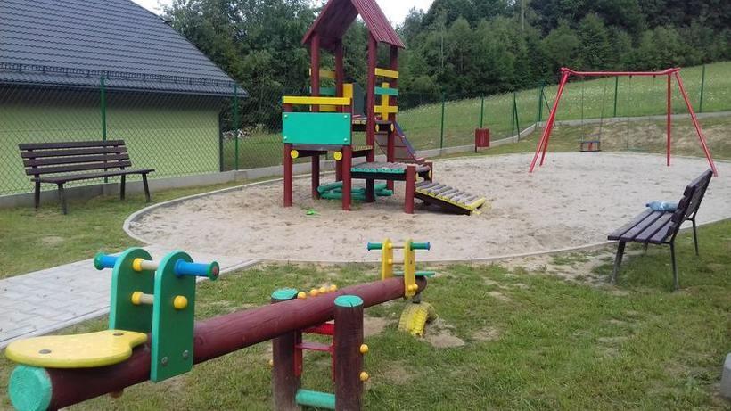Nowy plac zabaw koło Stnisławianki